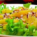 Салат з авокадо й апельсина