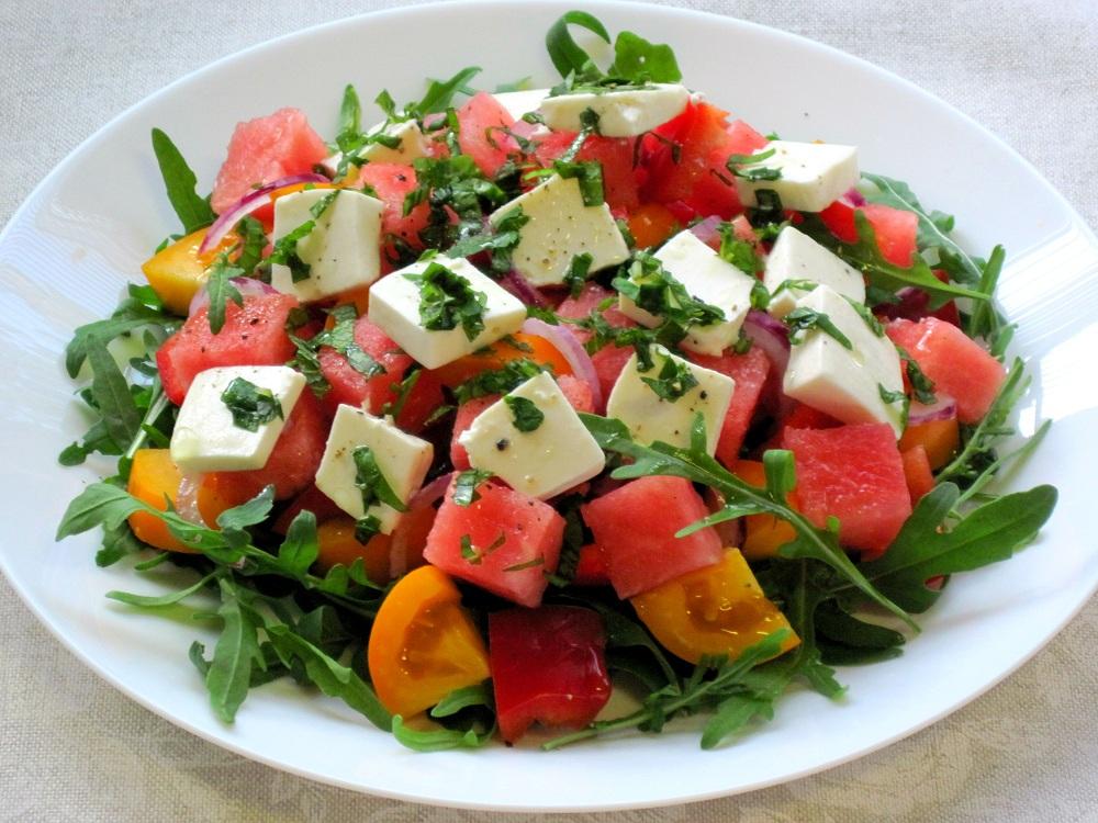 Салат із помідорів, кавуна і фети